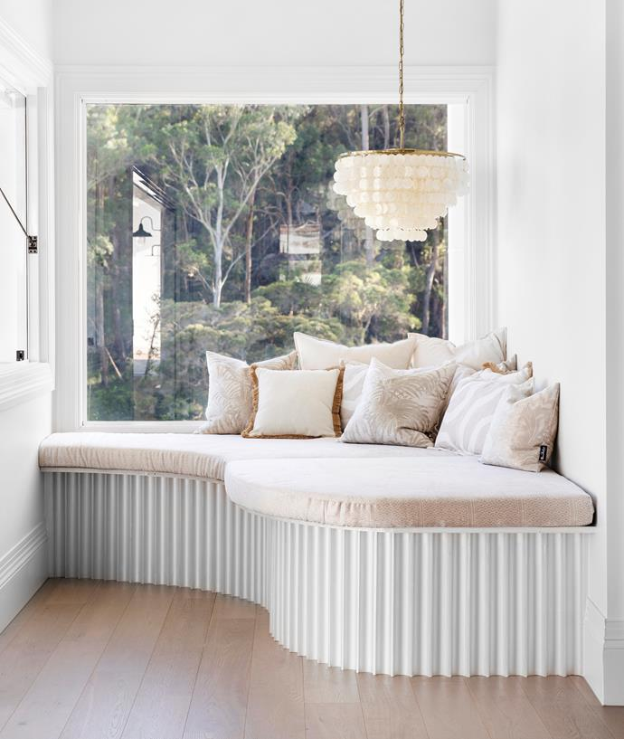 """A large window and a Dunne pendant light above the daybed (from Beacon Lighting) allows this [light and airy resort-style home by Three Birds Renovations](https://www.homestolove.com.au/resort-style-home-three-birds-renovations-22500