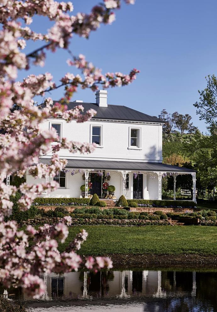 """The once-pink exterior of stylist [Steve Cordony's chic country home near Orange](https://www.homestolove.com.au/stylist-steve-cordonys-chic-country-home-22083