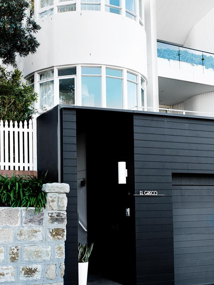 """Although the majority of this [Miami-inspired Art Deco home in Coogee](https://www.homestolove.com.au/a-miami-inspired-art-deco-home-in-coogee-3959 target=""""_blank"""") is white, the street entrance timber facade and garage is painted in a strong black for contrast and modernity."""