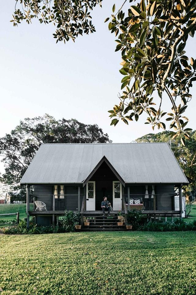 """[The Cottage at Frieda's Farm in Nashua](https://www.homestolove.com.au/nashua-nsw-accommodation-20440 target=""""_blank""""), NSW is painted in the moody hue 'Teahouse' by Dulux. The owners enlisted the help of architect Chris Hills and interior designer Mary Durack, both based in Brisbane, to create an atmosphere of colour, warmth and serenity."""