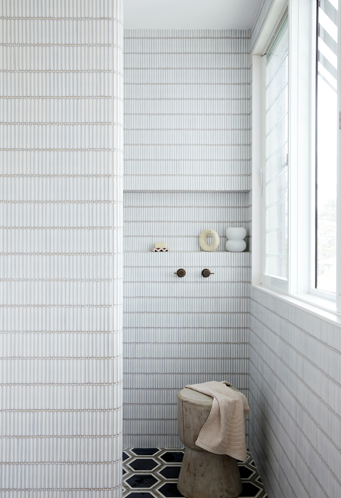 """The bathroom wall tiles in this [coastal home on Sydney's Northern Beaches](https://www.homestolove.com.au/1970s-beach-house-christmas-22098 target=""""_blank"""") were inspired by the design of a local public bathroom, after the owner first spotted these floor tiles on Instagram."""