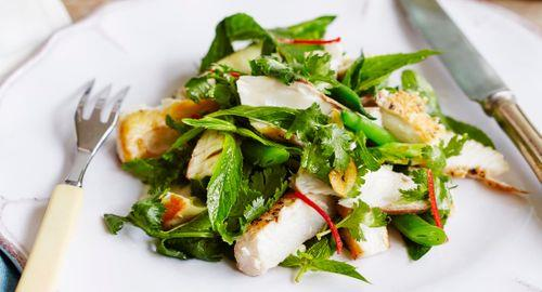 Seared kingfish with crunchy salad