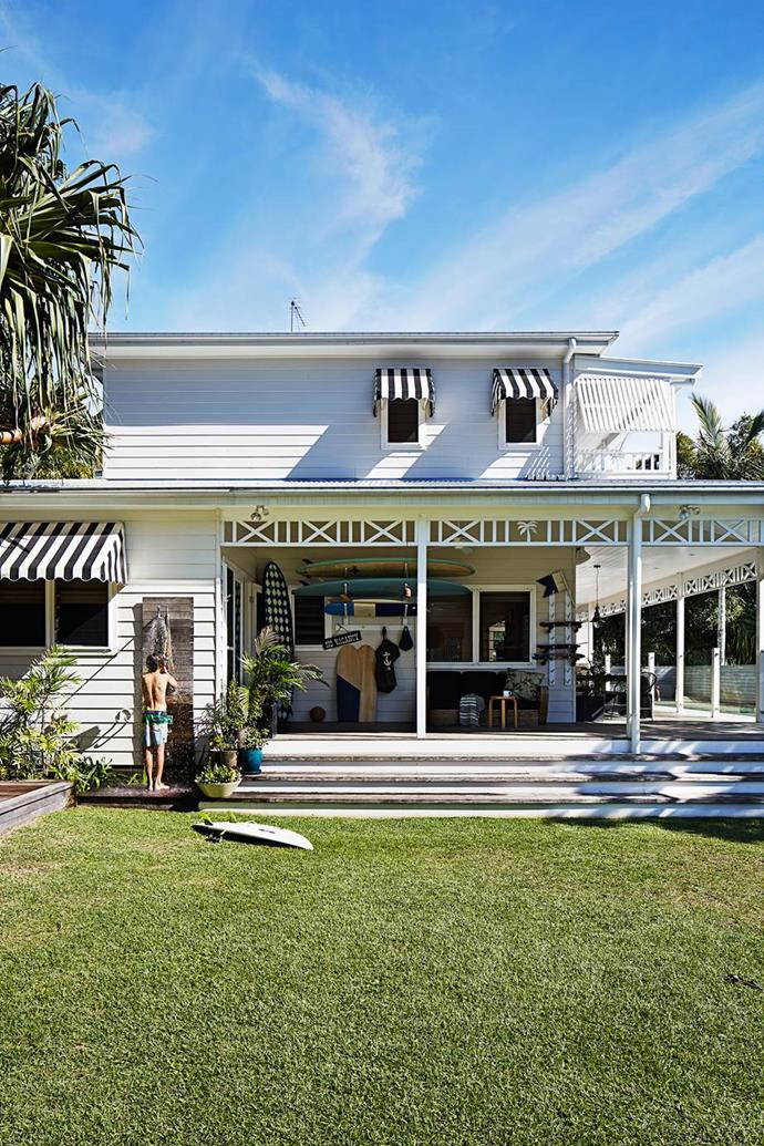 """This weatherboard [Byron Bay beach house](https://www.homestolove.com.au/gallery-kimberly-and-stephens-byron-bay-beach-house-1660 target=""""_blank"""") allows its owners to bring the outdoors in, promoting relaxed living and natural flow. A creative family transformed the rundown backpackers' into a stylish beach house and boutique hotel."""