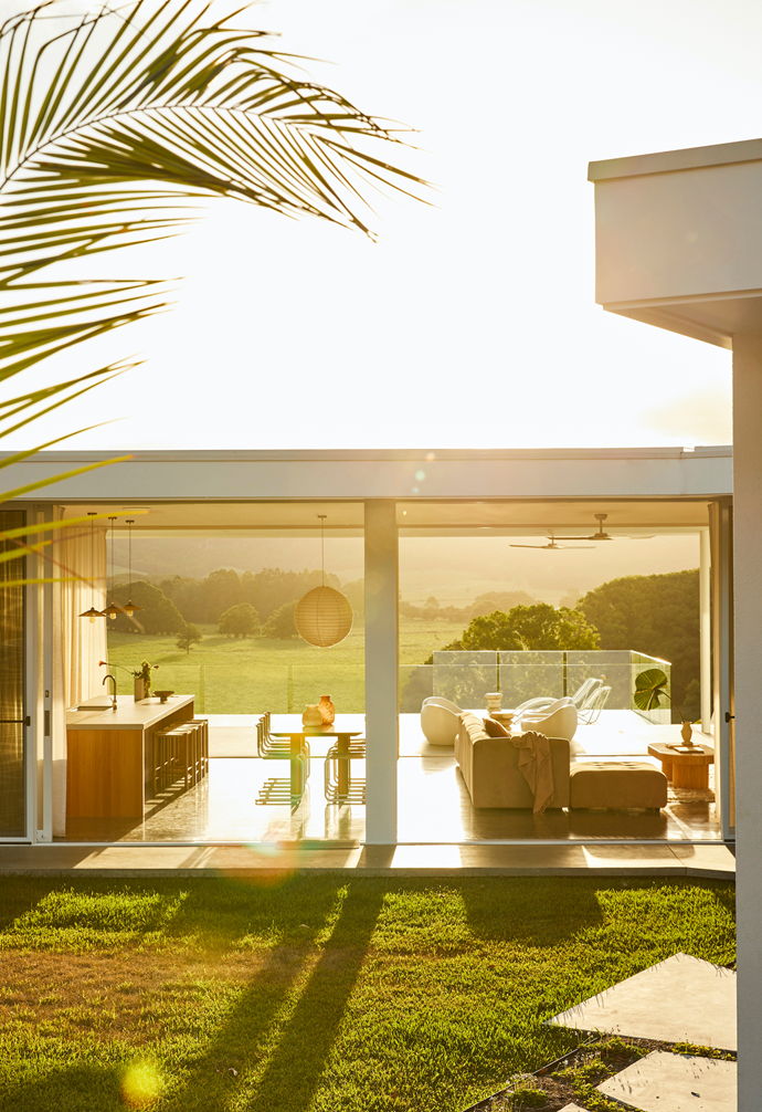 """Sally McGarry and her husband Matt built this [sprawling sunlit pavilion in the Byron Bay hinterland](https://www.homestolove.com.au/new-build-byron-bay-hinterland-22186 target=""""_blank""""), based upon a family member's mid-century home."""