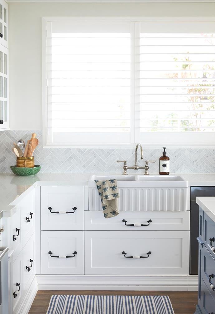 """To take advantage of sweeping views across the farm while washing up, Natalee positioned a Parisi [butler sink](https://www.homestolove.com.au/tapware-and-sinks-22615