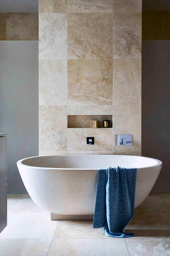 """There's nothing utilitarian about this heavenly pamper zone, starring a huge, sculptural freestanding tub for pure bathing bliss encased by travertine tiles on the floors and walls in this [Spanish-style home in bayside Melbourne](https://www.homestolove.com.au/modern-spanish-style-home-melbourne-21563