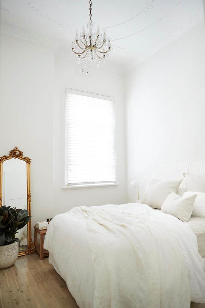 """[Hayley Bonham's home](https://www.homestolove.com.au/hayley-bonham-home-20627 target=""""_blank"""") with 'French charm' has let the period features of the bedroom take centre stage with a minimal palette and layered white linen. Gold accents and natural floorboards anchor its soaring ceilings and increase the peaceful ambience."""