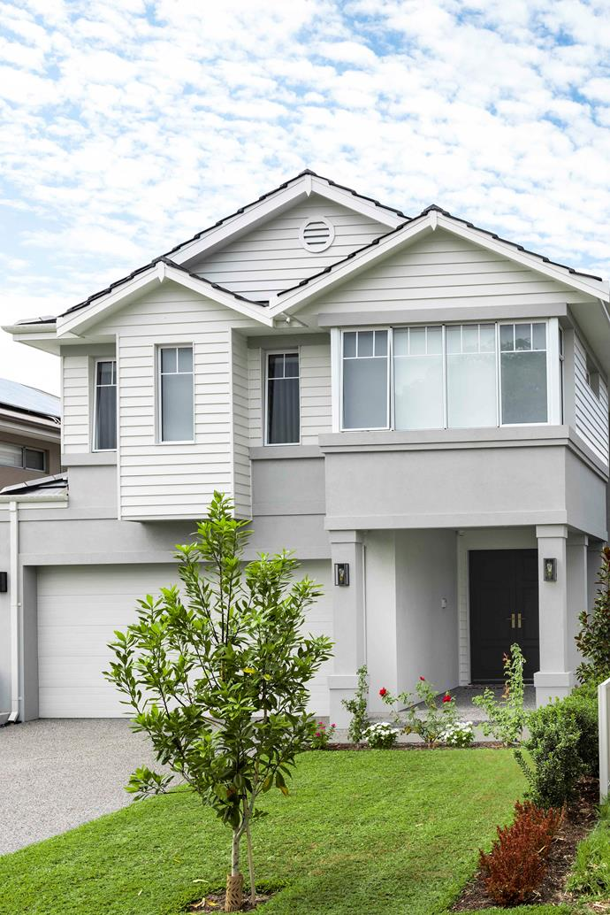 """With its elegant proportions and glamorous take on Hamptons style, this [new-build in Perth](https://www.homestolove.com.au/hamptons-new-build-home-21640