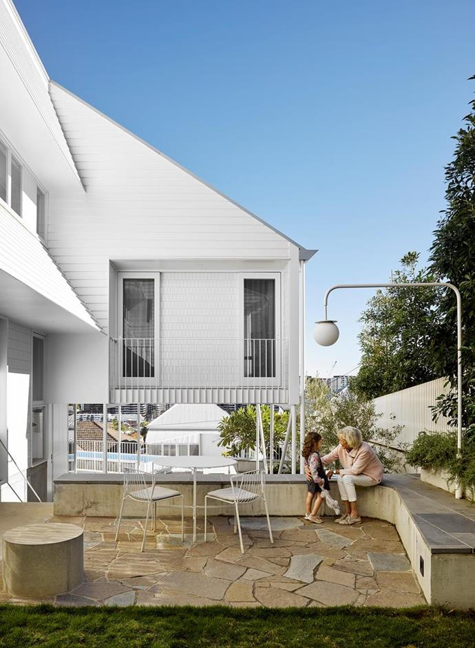 """This [light-filled home in inner Brisbane](https://www.homestolove.com.au/classic-queenslander-modern-renovation-22476
