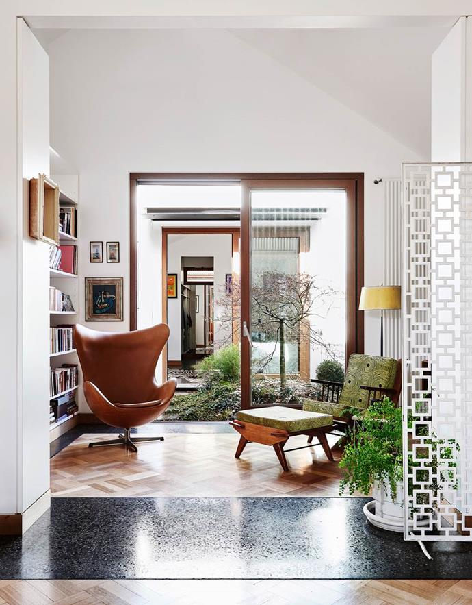 """A love of mid-century modernism inspired a couple to create this [custom-built Melbourne home](https://www.homestolove.com.au/melbourne-house-by-steffen-welsch-architects-4783