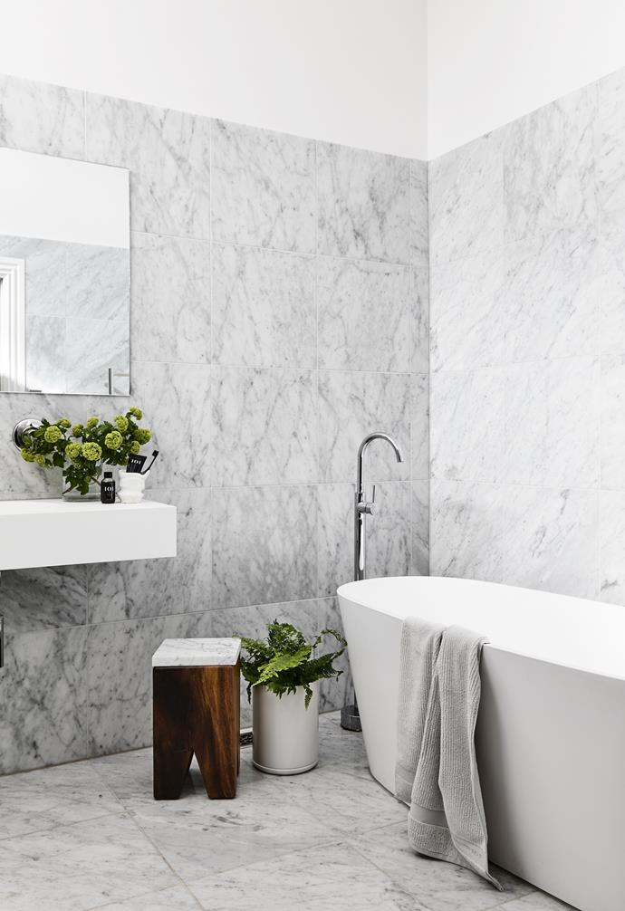 """The bathroom is the perfect embodiment of the couple's clean and natural toothpaste and mouthwash brand, 101 Lifestyle. Awash with white and elevated with [indoor plants](https://www.homestolove.com.au/the-best-indoor-plants-to-suit-your-style-6625 target=""""_blank"""") and timber accents, it feels lovely and spacious thanks to the large-format marble tiles, floor-mounted faucet and [floating vanity](https://www.homestolove.com.au/bathrooms-with-floating-vanities-21132 target=""""_blank""""). The marble-topped stool is from House of Orange and brings a natural element to the space, while the soft Country Road towel adds warmth and comfort."""