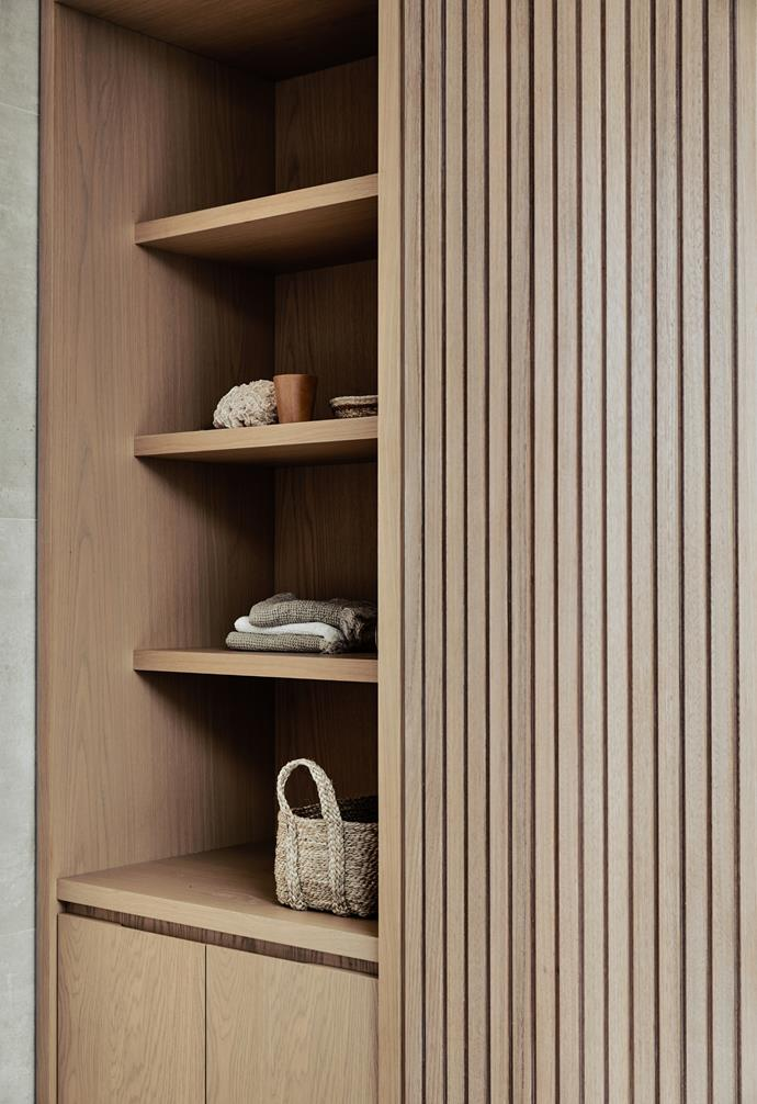 Additional display shelving and cabinetry provides ample space to store extra towels within easy reach, which means no unnecessary trips to the linen cupboard.