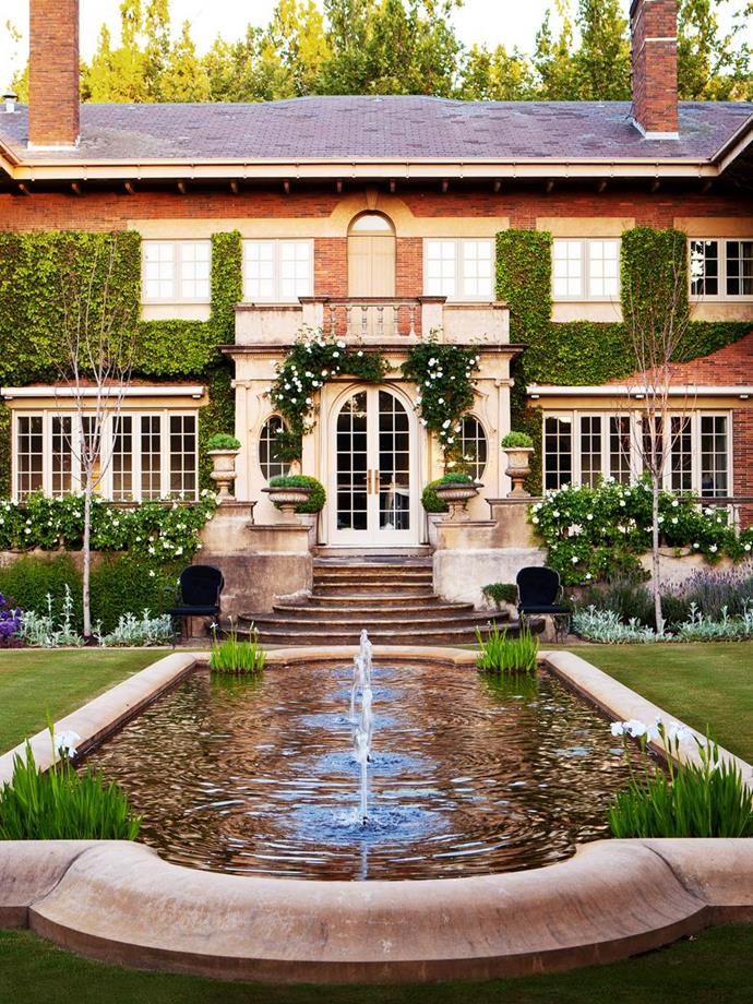 """Formal plantings and classic proportions belie the atmosphere of softness and warmth in this vast Melbourne [garden designed by Paul Bangay](https://www.homestolove.com.au/paul-bangay-landscapes-13722