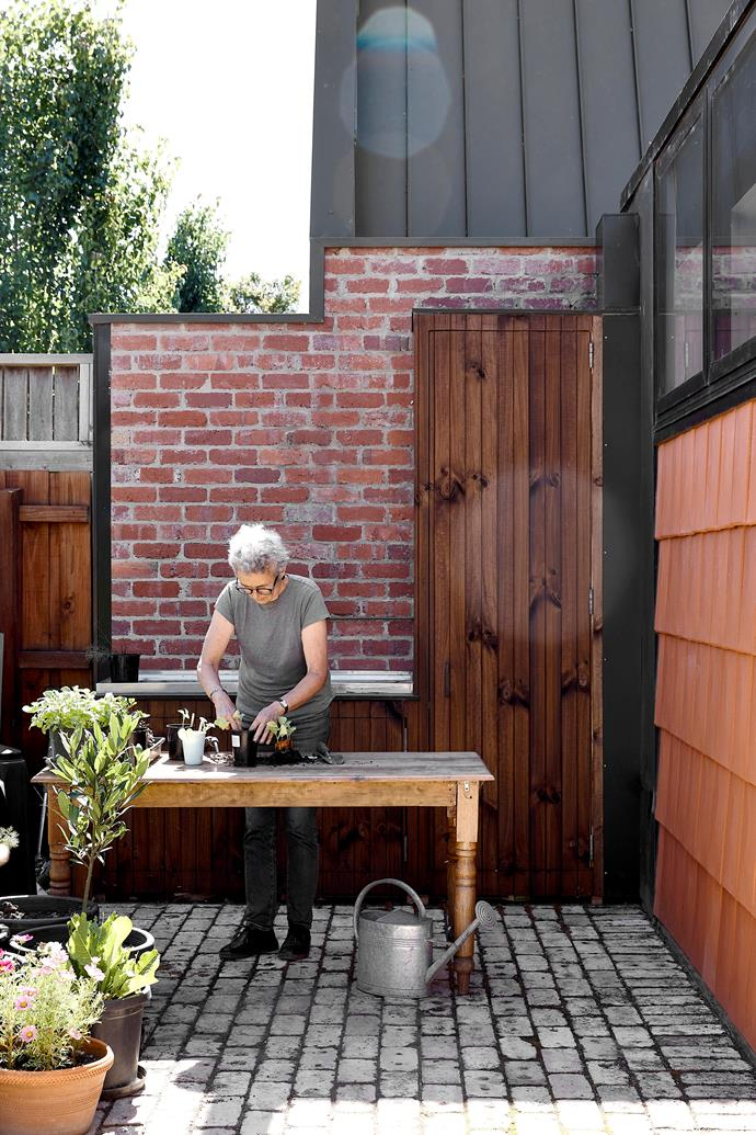 Owner Belinda briefed the architects for a 'farm house' and large vegie garden in an urban setting. Once a block was found, the architects prioritised the outside space and made Belinda's dwelling 'spill' into the garden. The design inspiration for the cladding was old-style terracotta pots.