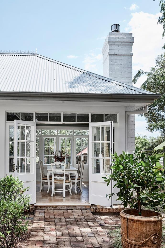 """French doors on both sides of the light and bright dining space ensure cool breezes in this [thoughtful restoration of a historic Sydney home](https://www.homestolove.com.au/restoration-of-a-historic-sydney-home-6524