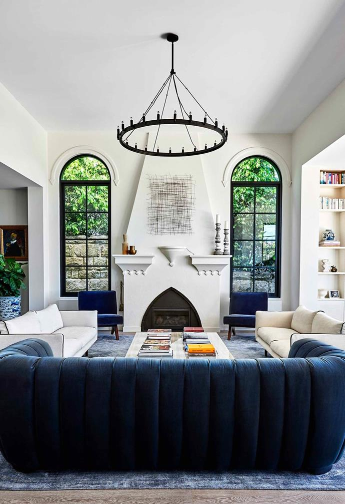 """Velvet never looked so good. This [1920s Mediterranean-style villa](https://www.homestolove.com.au/restored-1920s-meditteranean-villa-22124 target=""""_blank"""") has been given a contemporary makeover designed for modern living. The living room features subtle curves throughout; however, our eyes always land on the statement arched fireplace.  *Photography: Jennifer Soo   Story: Belle*"""
