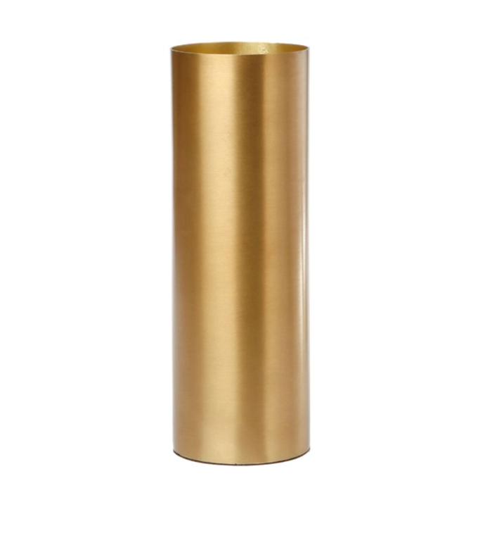 "In the corner of Meghan's desk, a luxurious bunch of white roses are arranged in a glamorous brass vase. Although hers is in a fluted shape, we love this contemporary version.   **Zakkia Brass Fynn Polished Cylinder Vase, $64.95, [Temple & Webster](https://www.templeandwebster.com.au/Vases-l6643~K-ZAKI1139.html?refid=GPAAU447-ZAKI1139&device=c&ptid=1164147315351&gclid=CjwKCAjwmK6IBhBqEiwAocMc8nEejZEpjg0OaJ8JUjVE7x7WNexeoxK-oXJ3OEx7bM-7TYfsxW8K5RoCVfoQAvD_BwE target=""_blank"" rel=""nofollow"").**"