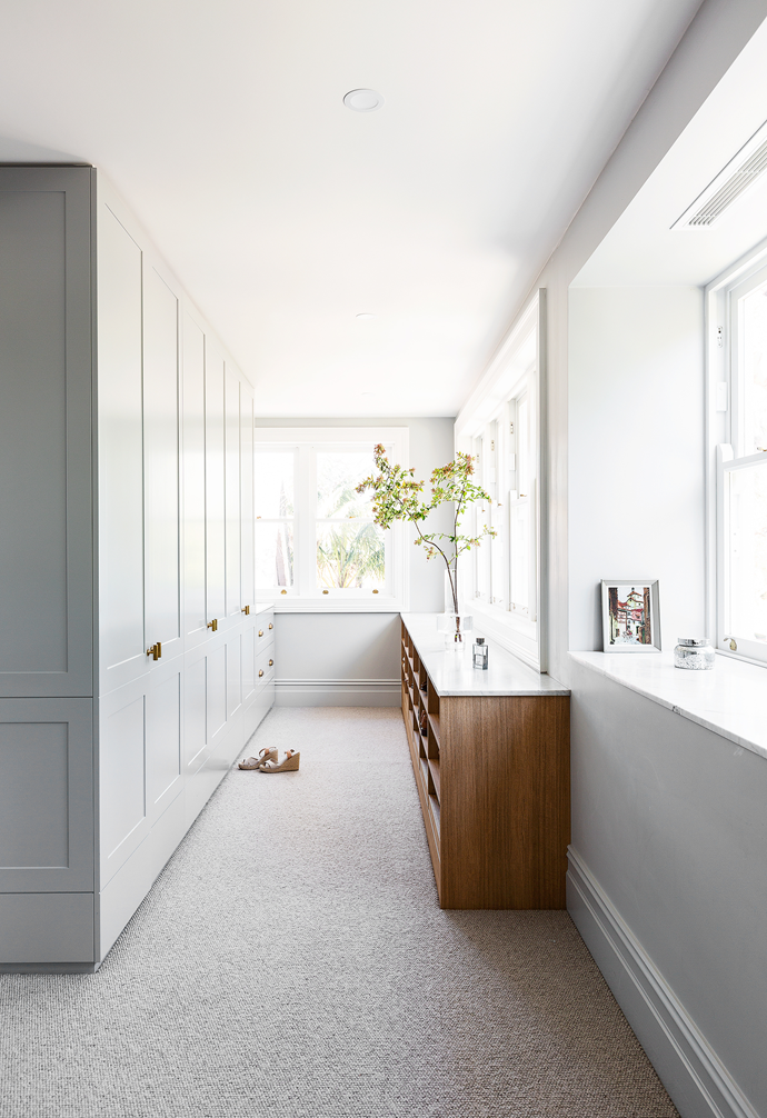 """Custom joinery designed by Smith + Levine, painted in Dulux Endless Dusk, are key features to this swoon-worthy space in a [renovated Mosman home](https://www.homestolove.com.au/elegant-renovated-victorian-home-mosman-22468 target=""""_blank""""), while a vintage painting gifted by Fleur's father is a sweet addition."""