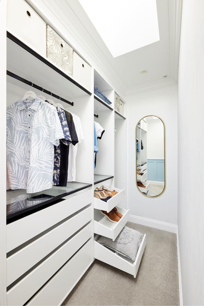 """Kirsty and Jesse were the only couple to deliver a walk-in wardrobe this week. 'Angui' gold wardrobe mirror from [Trit House](https://www.trithouse.com.au/sale/in-stock/angui-wardrobe-mirror