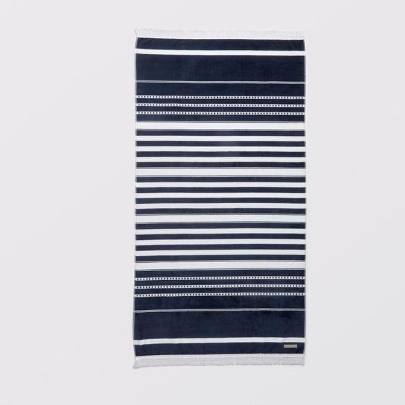 """**Cotton House Ravello Beach Towel, $69.95, [Bed Bath 'N Table](https://www.bedbathntable.com.au/bath/towels/beach-towels/ravello-beach-towel-navy-white-16568001 target=""""_blank"""" rel=""""nofollow"""")**  Classic and contemporary at the same time, if you're looking for a beach towel that will suit the whole family, you can't go past the navy and white Ravello towel."""