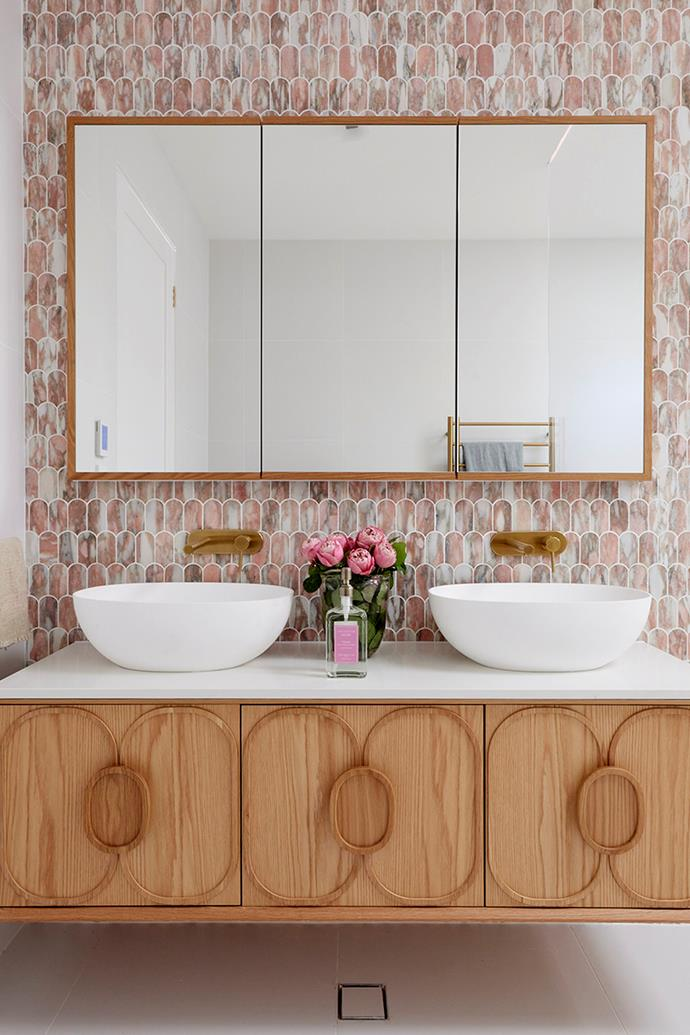"""The judges praised the choice of the 'Issy Blossom' vanity in American Oak from [Reece](https://www.reece.com.au/product/issy-blossom-i-1500-x-450mm-vanity-unit-with-2351634