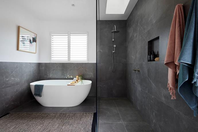 """Luke and Josh delivered an """"ultra-modern"""" bathroom complete with an extra large shower screen. Bath towels in [jade](https://www.aurahome.com.au/paros-bath-towel-jade