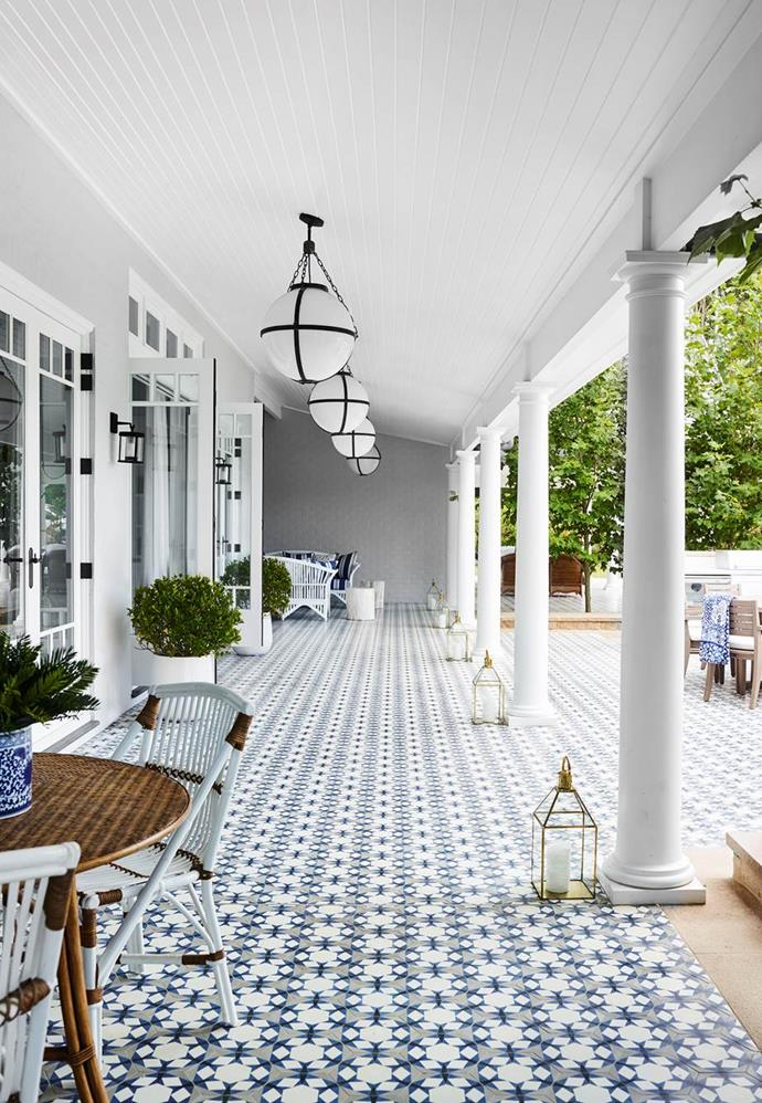 """Inspired by the film, Something's Gotta Give, this [Central Coast beach house](https://www.homestolove.com.au/hamptons-style-house-inspired-by-a-hollywood-film-20806