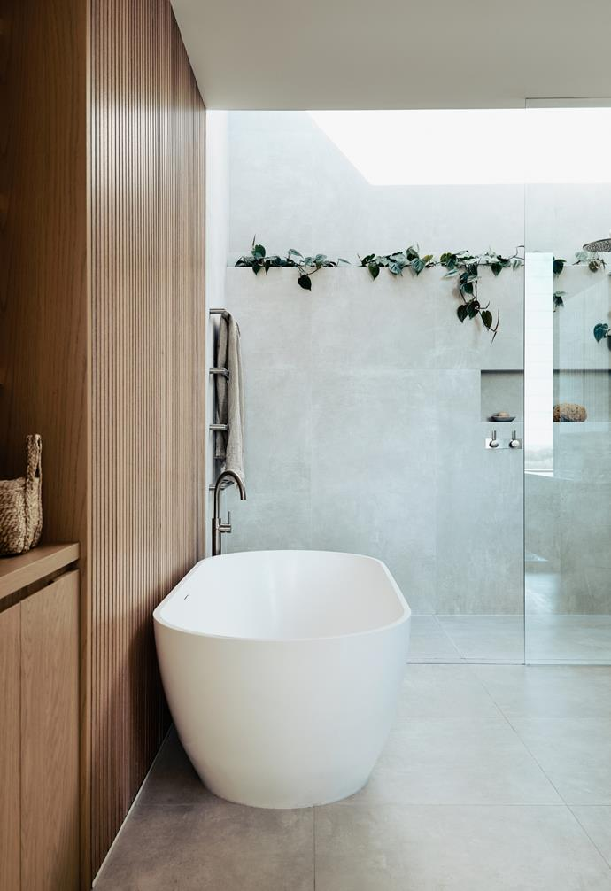 """A skylight, elegant indoor greenery and timber accents recreate the experience of bathing outdoors in this [contemporary home on the Mornington Peninsula](https://www.homestolove.com.au/contemporary-coastal-home-victoria-22859 target=""""_blank"""")."""