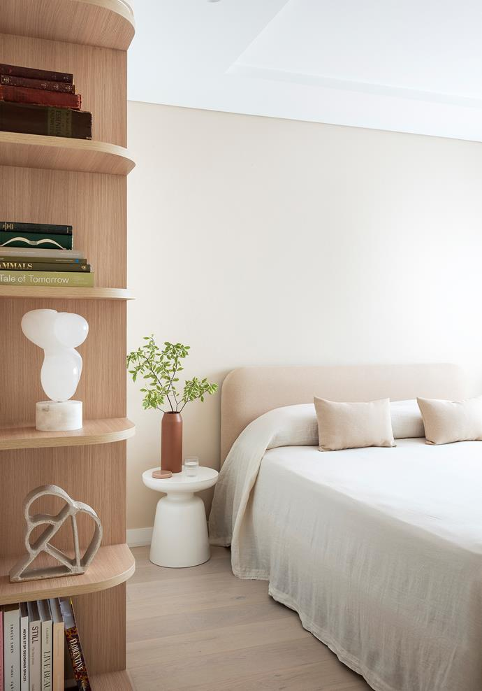 """Keep furniture and decor minimal in the bedroom to reduce the accumulation of dust. Washed in a warm pink, the guest bedroom features soft curves in this [modern beachside apartment](https://www.homestolove.com.au/modern-beachside-apartment-22918 target=""""_blank"""")."""