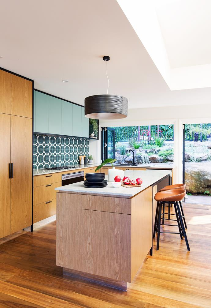 """Designer Sonia Warner of Woods & Warner took colour cues from a variety of sources. """"The warmth of timber came from Hugh's love of [mid-century modern](https://www.homestolove.com.au/mid-century-modern-homes-20366