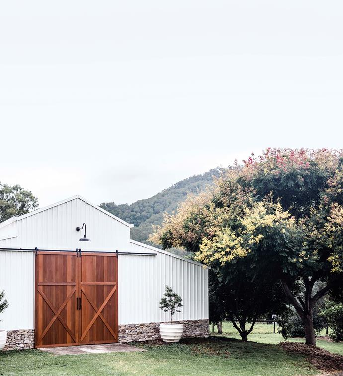 A new pair of wooden doors revitalised the original barn. With its picturesque surroundings, Platypus Valley provides an idyllic backdrop for professional photo shoots.