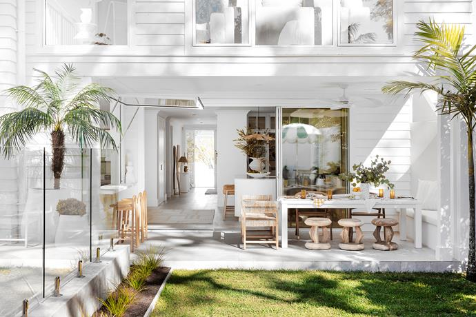 Above and below left The outdoor dining area is perfect for relaxed family dinners – or open the gas-strut servery window to create a bar and the whole area moves into entertaining mode.