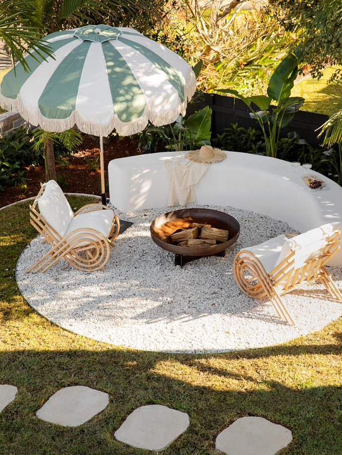 Filled with white crushed pebbles, this circular cut-out in the front lawn forms a perfect firepit and conversation corner. Firepit, Yagoona Design Australia. Armchairs, Byron Bay Hanging Chairs. Umbrella, Basil Bangs.