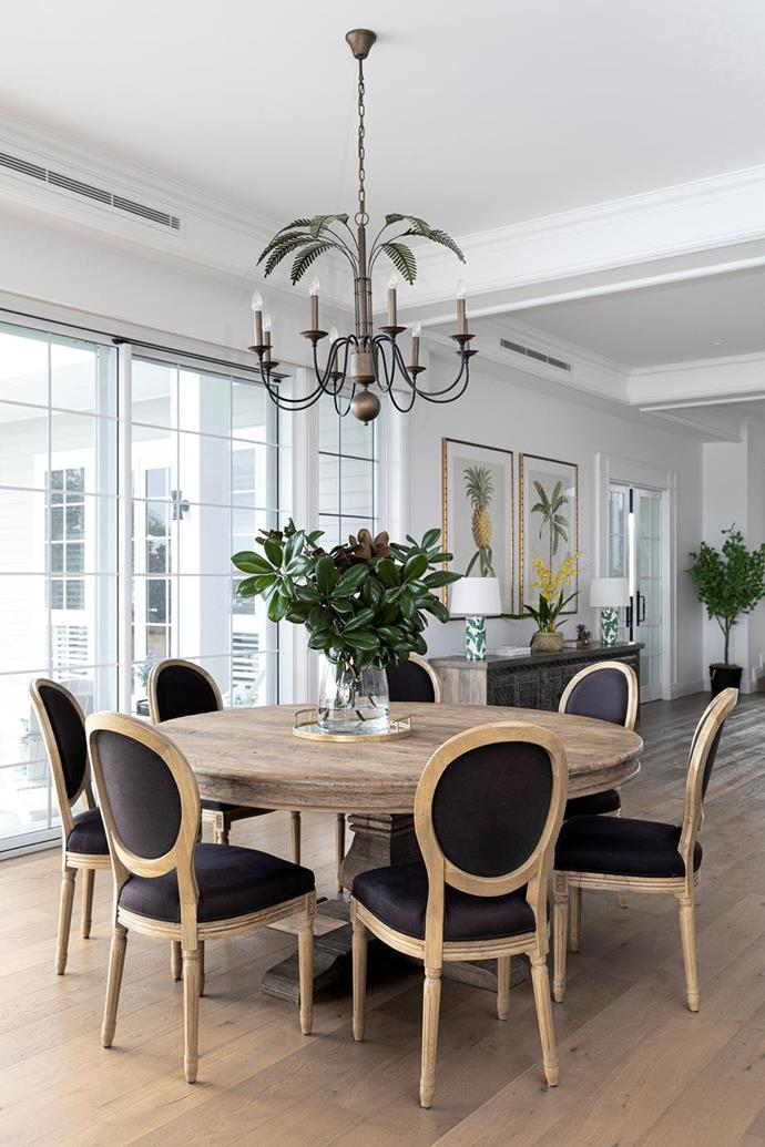 """The dining area in this [grand waterfront Gold Coast home](https://www.homestolove.com.au/waterfront-home-gold-coast-21855