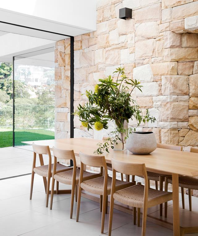 """The dining table within this [contemporary family home](https://www.homestolove.com.au/contemporary-family-home-two-pavilion-design-21990