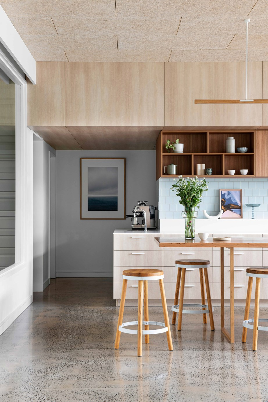 """Concrete makes for easy to clean flooring in the kitchen of [this renovated Queenslander](https://www.homestolove.com.au/queenslander-double-height-renovation-22963 target=""""_blank""""), creating a relaxed but glamorous family home."""