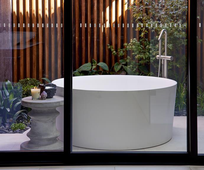 "Darren praised Luke and Josh's styling efforts calling them  pared back, simple and ""just right"". [Stool](https://www.schots.com.au/acer-40x45cm-concrete-stool-stone-grey-ka303049.html|target=""_blank""|rel=""nofollow"") from Schots Emporium, [freestanding bath](https://www.reece.com.au/product/laufen-val-freestanding-bath-with-overflow-9510105|target=""_blank""|rel=""nofollow"") and [floor mounted mixer](https://www.reece.com.au/|target=""_blank""|rel=""nofollow"") from Reece, [windows](http://www.viridianglass.com/lightbridgenext|target=""_blank""|rel=""nofollow"") from Viridian Glass."
