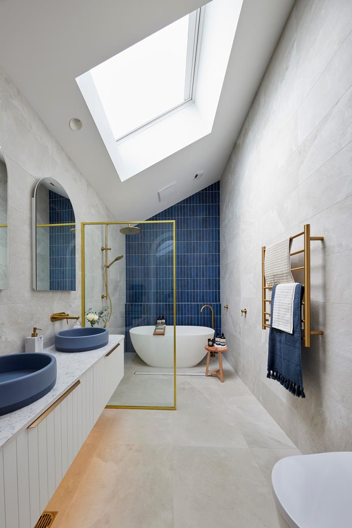 "Sophisticated style. [Towels](https://www.aurahome.com.au/waffle-bath-towel-natural|target=""_blank""|rel=""nofollow""), Aura Home. [ Floor](https://www.beaumont-tiles.com.au/product/tile/1215846|target=""_blank""|rel=""nofollow"") and [wall](https://www.beaumont-tiles.com.au/product/tile/1215854|target=""_blank""|rel=""nofollow"") tiles, Beaumont Tiles."