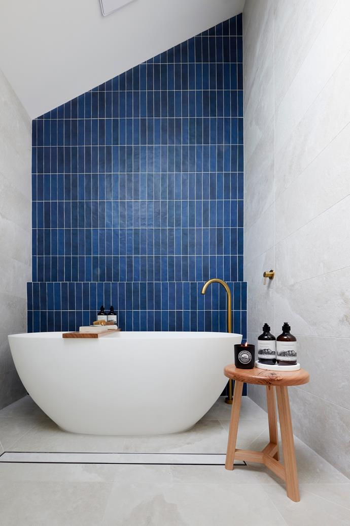 """Kirsty and Jesse have hit their stride to deliver Hamptons luxury in their master ensuite.  [Feature tiles](https://www.beaumont-tiles.com.au/product/tile/1207588