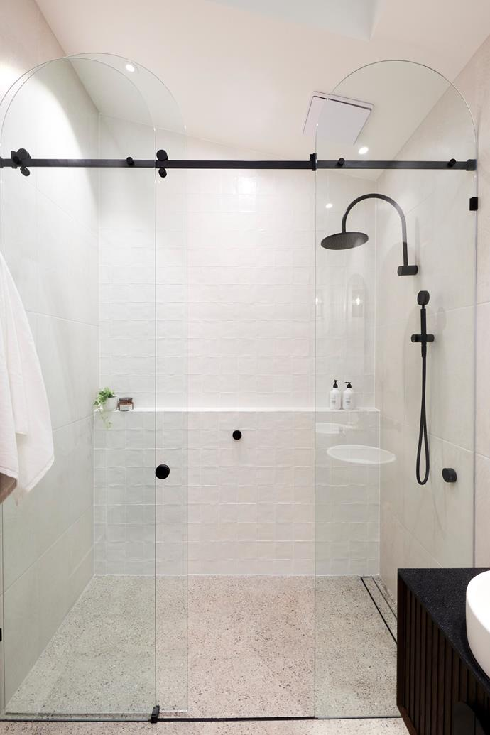 """New [tiles](https://www.beaumont-tiles.com.au/product/tile/1226388 target=""""_blank"""" rel=""""nofollow"""") made the master ensuite light and bright, allowing the feature shower screen to take centre stage."""
