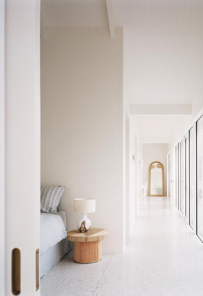 """Designed to cultivate peace and quiet, the main bedroom in this [minimalist beach house in Sorrento](https://www.homestolove.com.au/coastal-modern-minimal-home-sorrento-22203