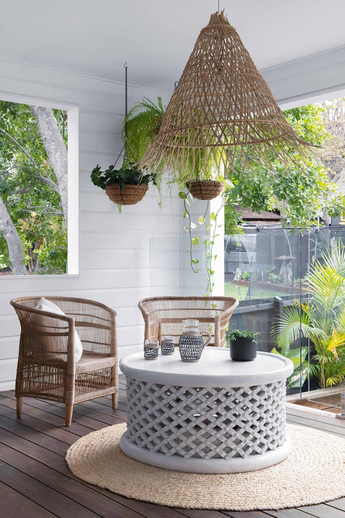 """**ALFRESCO ZONE** On the round Freedom rug is a coffee table from [Magnolia Interiors](https://www.magnoliainteriors.com.au/