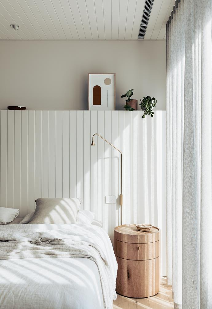 """The master ensuite of this [contemporary abode on the Mornington Peninsula](https://www.homestolove.com.au/contemporary-coastal-home-victoria-22859
