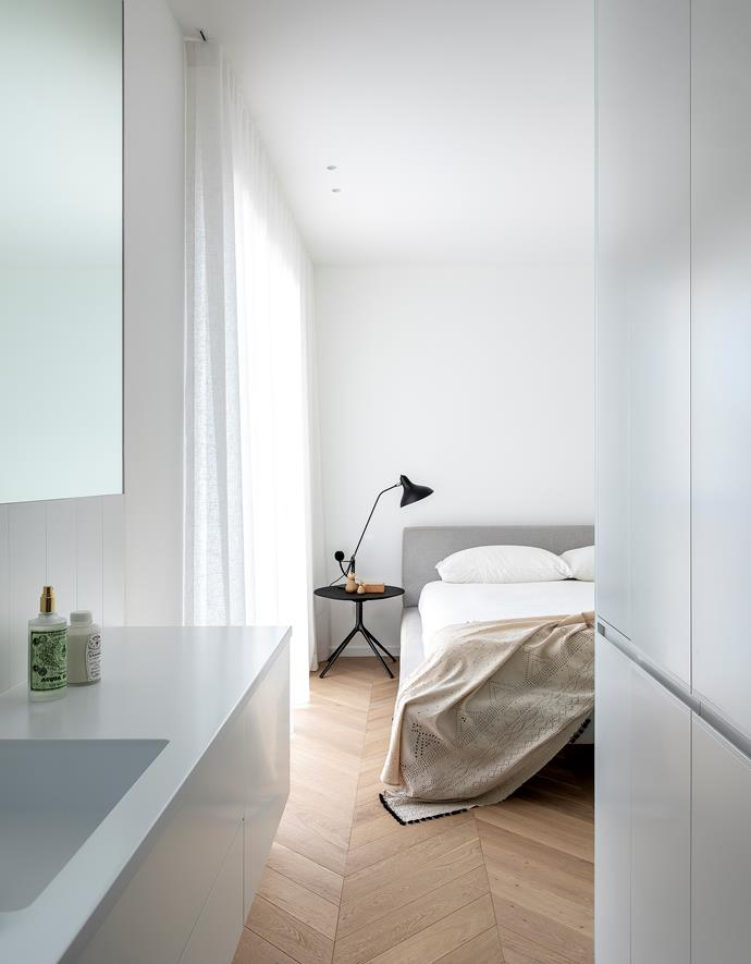 """In the master bedroom of this [luxurious one-bedroom apartment with a sophisticated monochrome palette](https://www.homestolove.com.au/black-and-white-apartment-sydney-1-22289