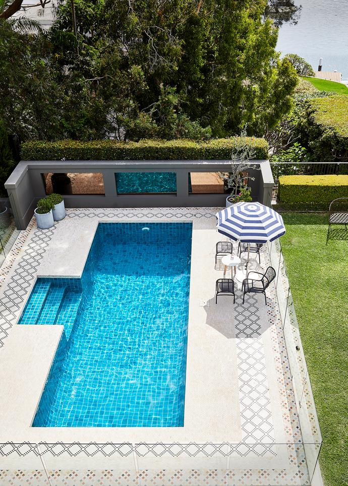"""Stately gardens and a grand, glittering pool imbue this [bayside Sydney home](https://www.homestolove.com.au/bayside-home-palazzo-design-22322