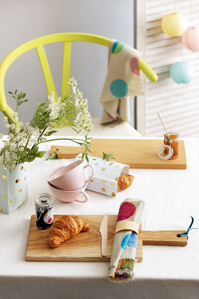 **5.** Have fun with colour and add bright elements to your table setting then bring it all down to earth with a neutral anchor, such as a simple white tablecloth or timber-toned pieces.  [**\*How to decorate a table for brunch\***](http://www.homelife.com.au/decorating/galleries/how+to+decorate+a+table+for+brunch+,22764?pos=1)   Photo: Guy Bailey