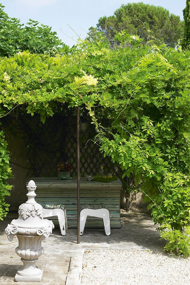 **19.** Lush climbing vines provide glorious shade in the garden. | Photo: Richard Powers