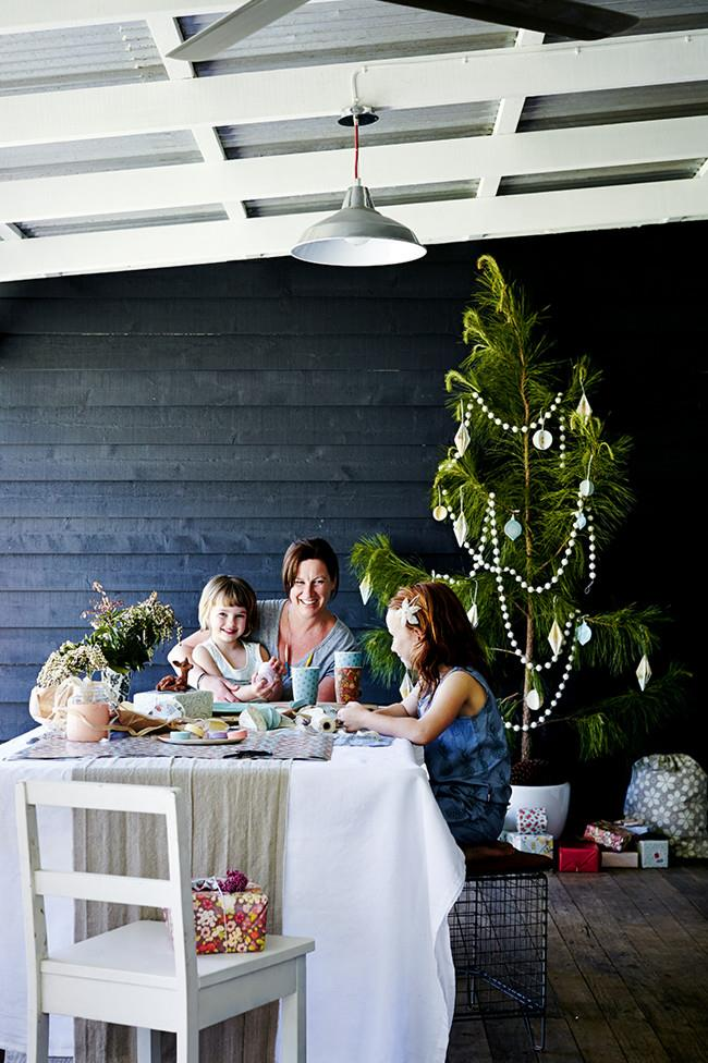 """Peta O'Neill relaxes with her two daughters in a lovingly decorated 1920s cottage. In warmer weather, dinner at the O'Neills' is often hosted outdoors, which perfectly suits the durable and colourful [bamboo dinnerware](https://www.lovemae.com.au/collections/bamboo-dinnerware