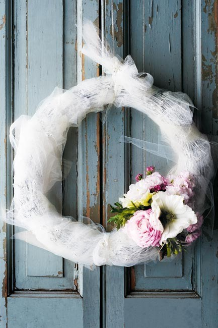 This [tulle wreath](http://www.homelife.com.au/home+ideas/home+help/how+to+make+a+tulle+christmas+wreath,5218) conjures images of a frosty white Christmas. | Photo: Sam McAdam-Cooper