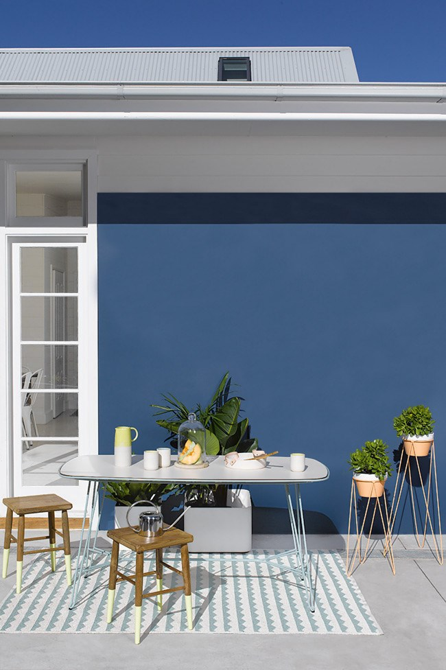 We've paired it with citrus shades for a fresh and zesty touch, ideal for a zone dedicated to dining alfresco.